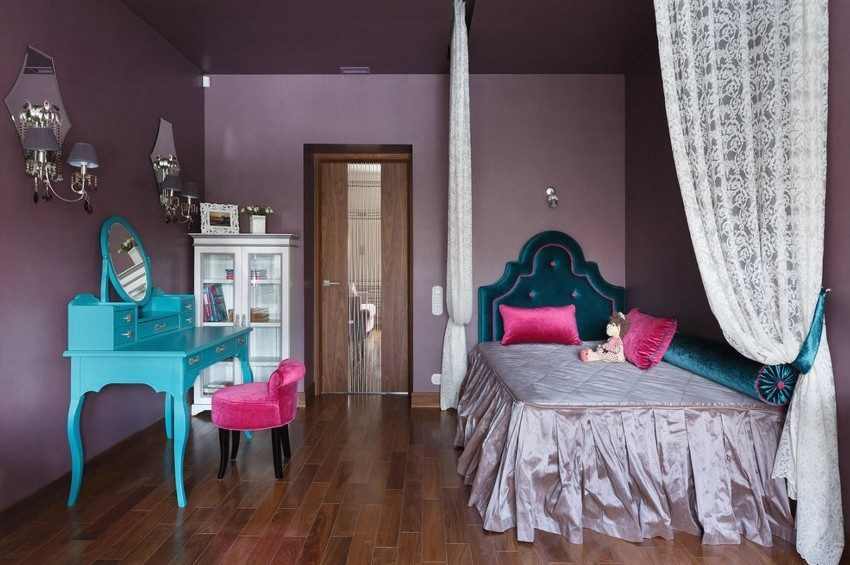 Детская комната с трюмо и зеркалом