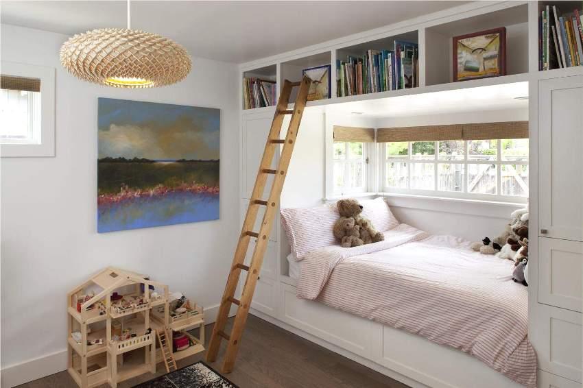 Деревянная детская мебель с антресолями