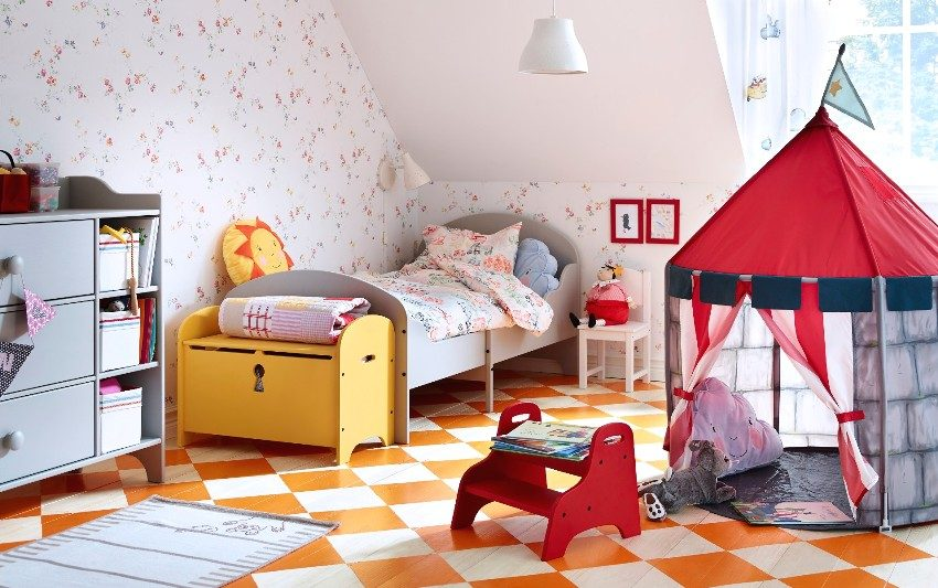 Яркая обстановка в детской комнате