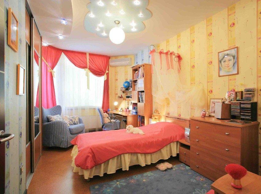 Натяжной потолок и фигура из гипсокартона в детской комнате