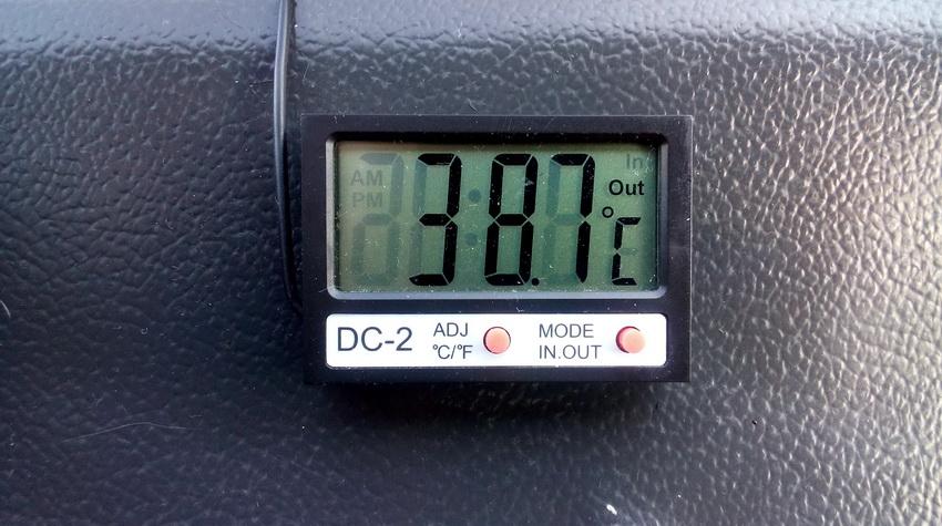 Автомобильный цифровой термометр с выносным датчиком