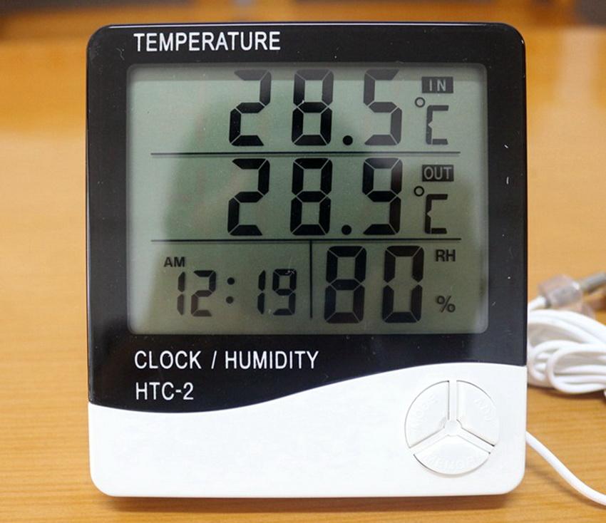 Электронные термометры для саун и бань имеют встроенный датчик и обладают устойчивостью к высоким температурам