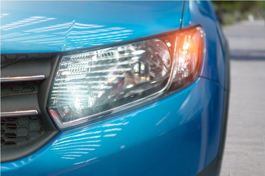 Дневные ходовые огни улучшают видимость автомобиля на дороге