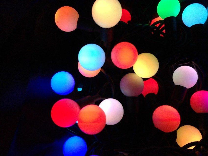 Мигание светодиодов используется, например, в елочной гирлянде