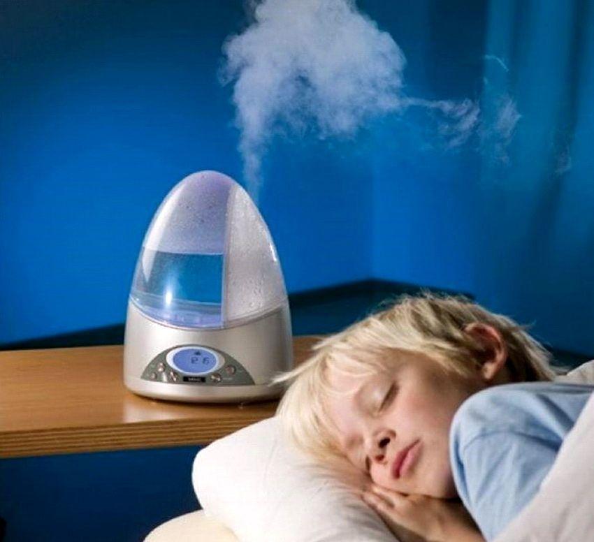 Особенно важно следить за уровнем влажности в спальне и детской комнате
