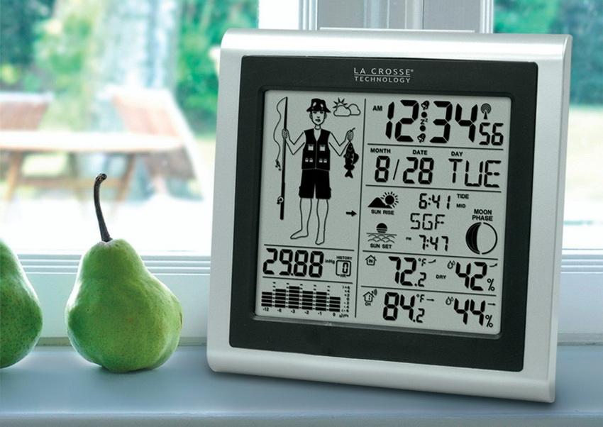 Домашняя метеостанция - это многофункциональный прибор, который может выполнять функцию часов и календаря