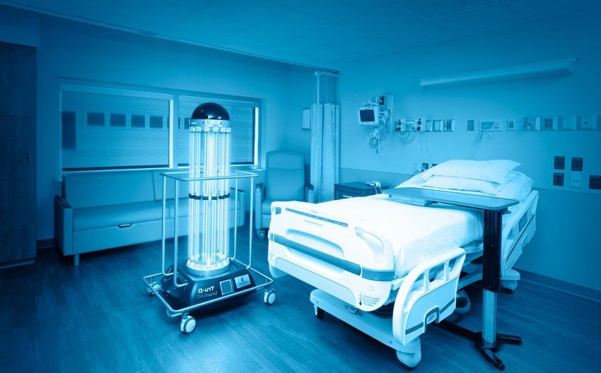 Ультрафиолетовые лампы открытого типа зачастую используются в медицинских учреждениях