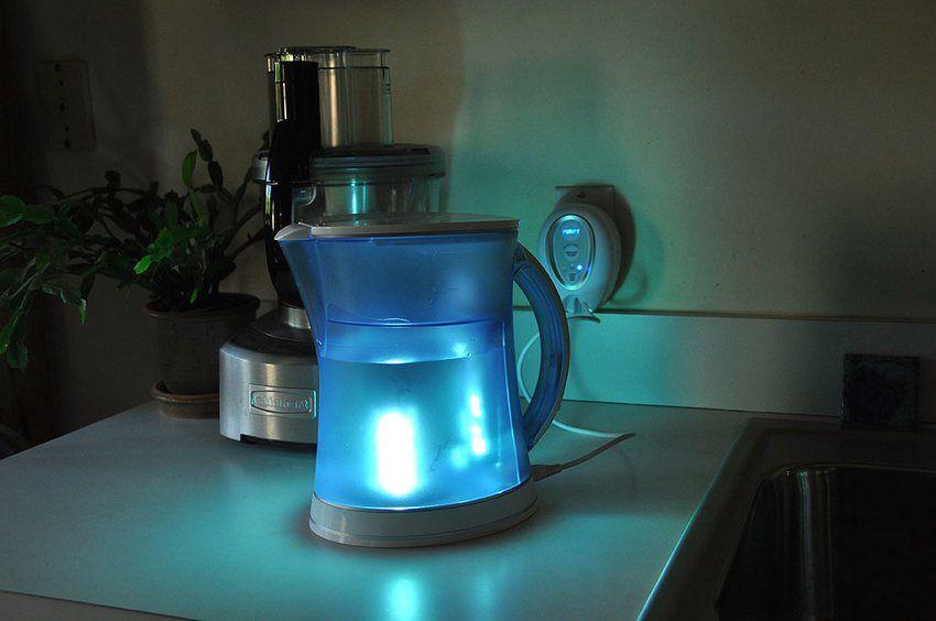 Фильтр для воды со встроенной ультрафиолетовой лампой