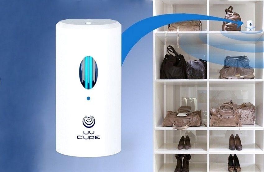 Компактная уф-лампа, использующаяся для обеззараживания внутренней поверхности шкафа