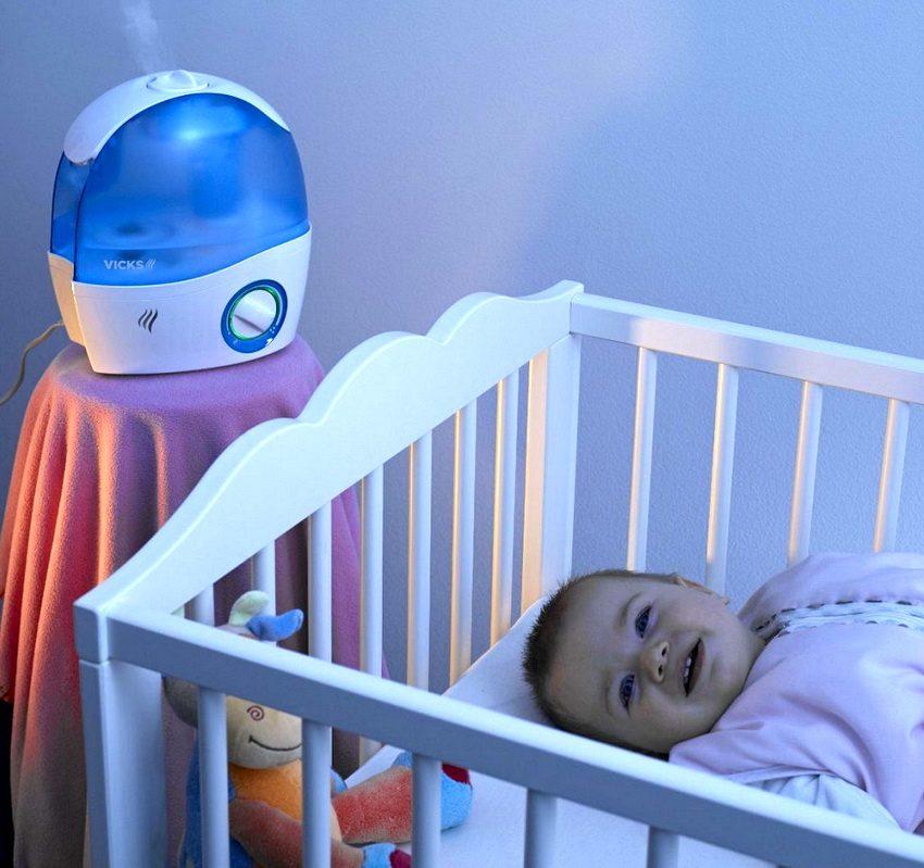 В комнату где спит младенец лучше всего подбирать увлажнитель с функцией очистки и дезинфекции воздуха
