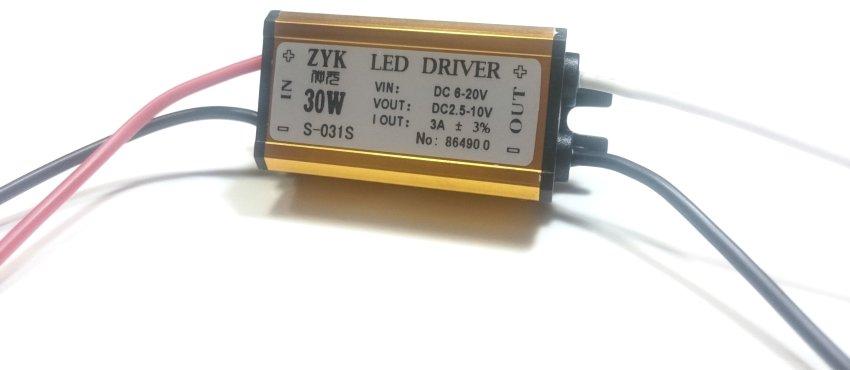 К характеристикам драйвера относятся напряжение на выходе, номинальный ток и мощность