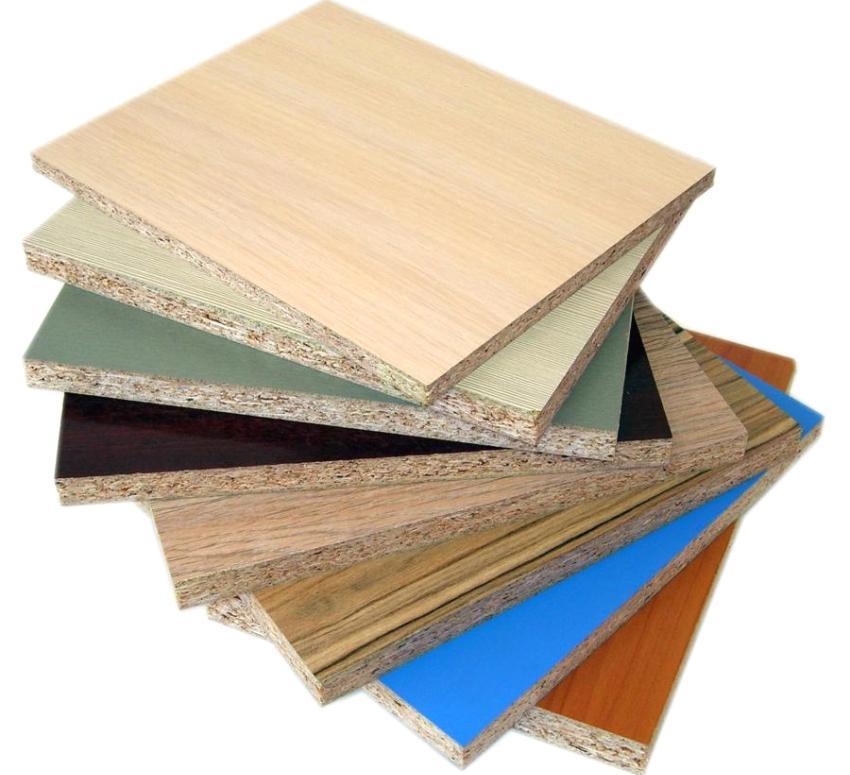 Ламинированные цветные плиты могут использоваться для отделки стен помещений