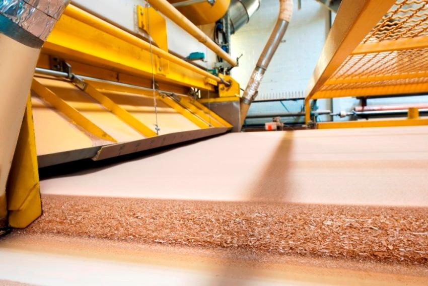 Сырьем для производства ДСП являются отходы деревообрабатывающей промышленности