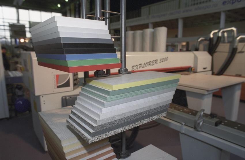Ведущими производителями ЛДСП являются Kronospan, Egger, Swiss Krono Group и другие бренды