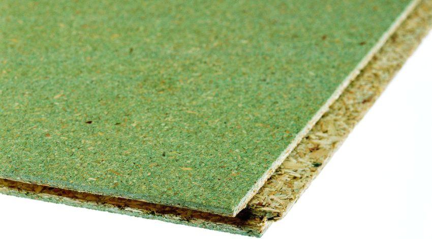 Влагостойкая древесностружечная плита имеет зеленый оттенок