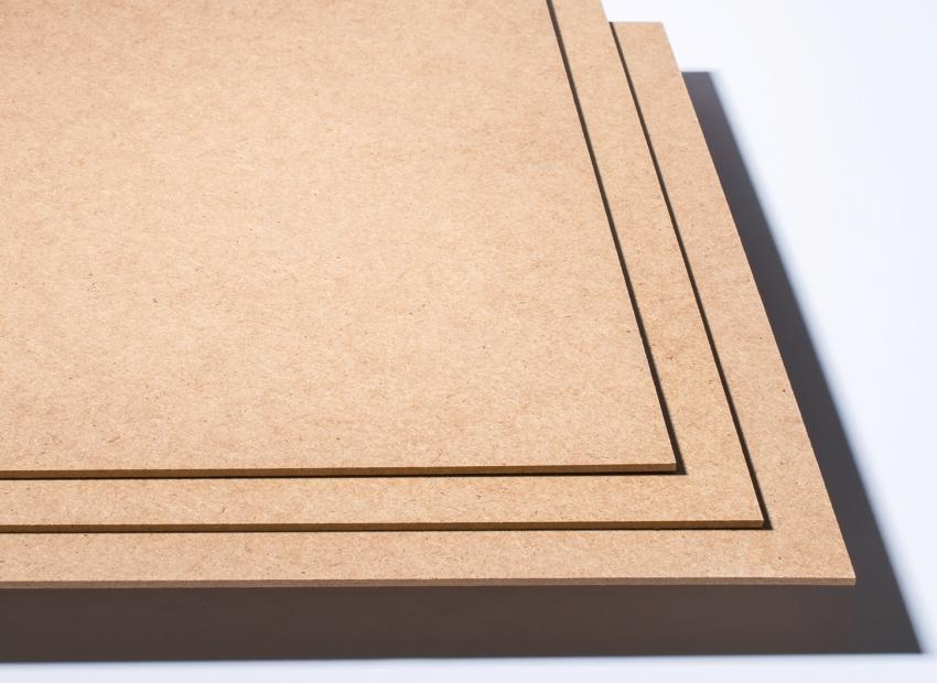 Тонкие ДВП панели могут использоваться в качестве подложки под ламинат или для оформления задних стенок шкафов