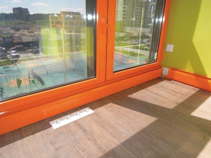 Теплый плинтус - идеальное решение для монтажа в комнате с панорамными окнами