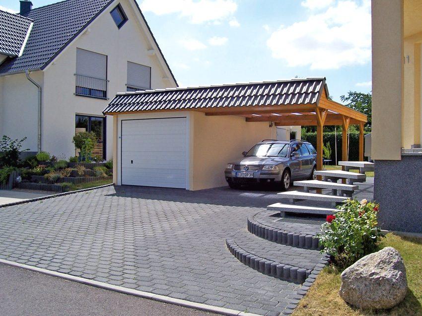 Стальные ворота-рольставни в гараже на один автомобиль