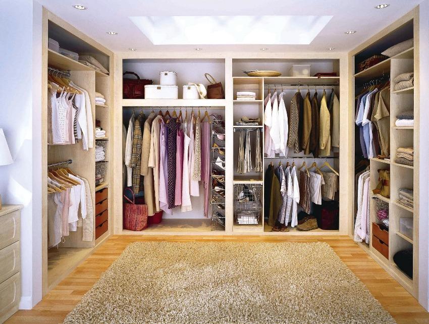 Разнообразные элементы для хранения одежды и вещей