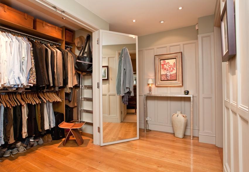Шкаф-гардеробная с дверями-купе в прихожей