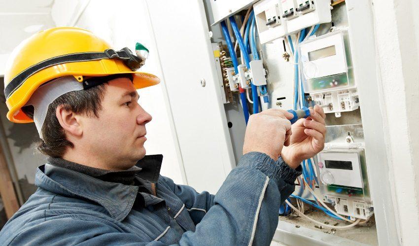 Запрещается самостоятельно проводить работы по замене электросчетчика