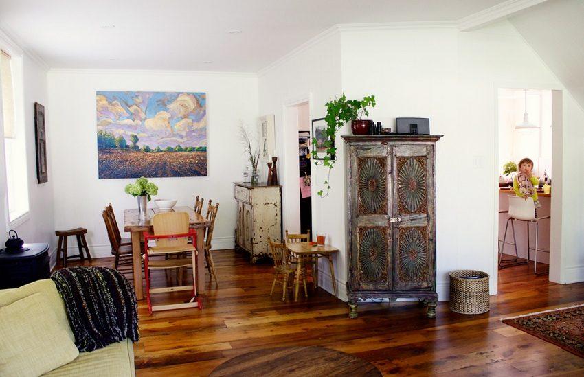 С помощью листов гипсокартона территория кухни отделена от гостиной-столовой