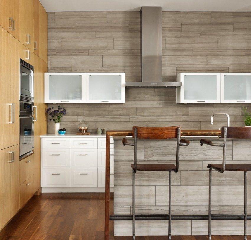 Интерьер кухни с использованием панелей с имитацией натурального камня