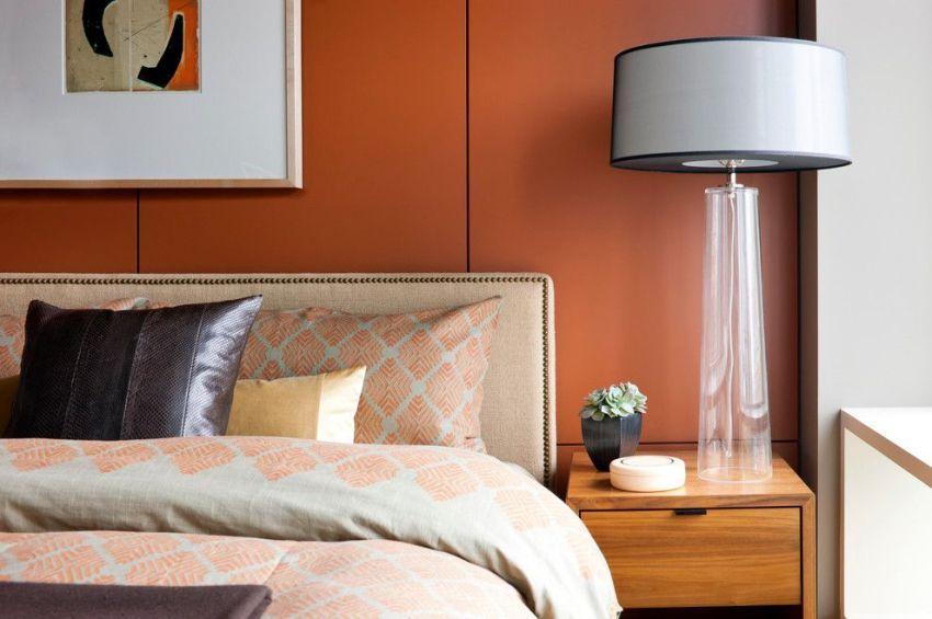 Плиты МДФ насыщенного цвета на стенах спальни