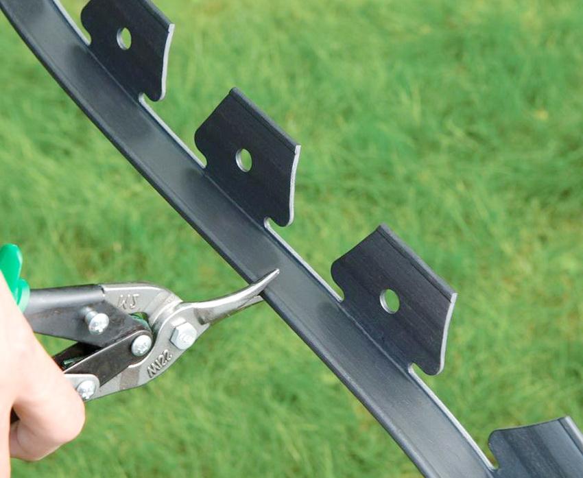 Бордюр легко разрезается на необходимую длину