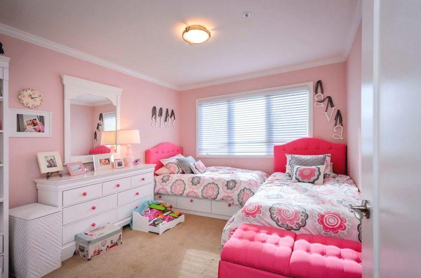 Перпендикулярное расположение кроватей в детской