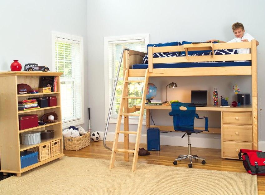Учебная зона с кроватью на втором ярусе