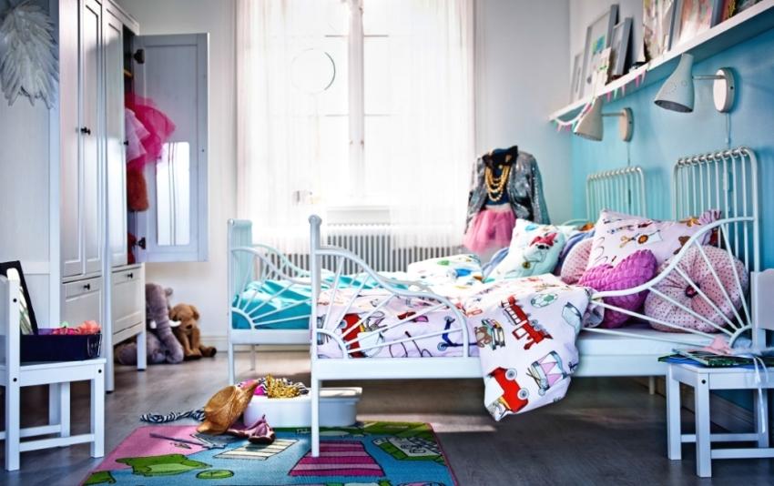 Нежный бирюзовый цвет на стене в детской комнате