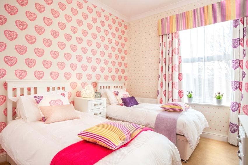 Розовая палитра в оформлении комнаты девочек