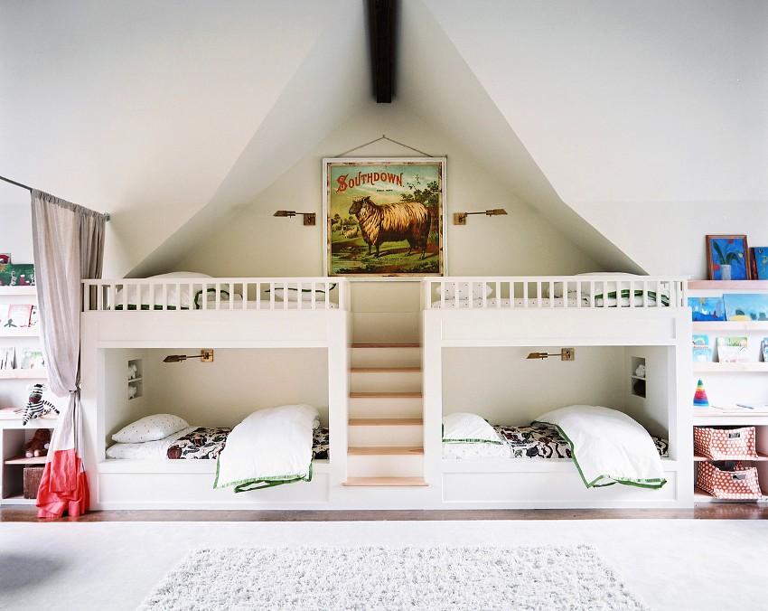 Зонирование комнаты на две части с применением текстильной занавески