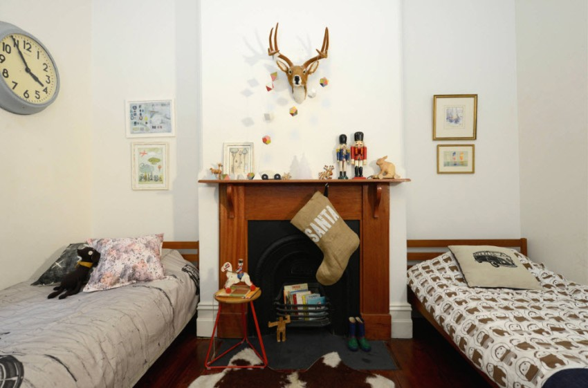 Для детской лучше выбирать мебель из натурального дерева