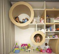 При планировании комнаты не стоит забывать об организации досуга детей