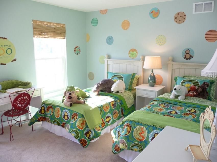 Нежно-зеленая палитра в оформлении десткой комнаты