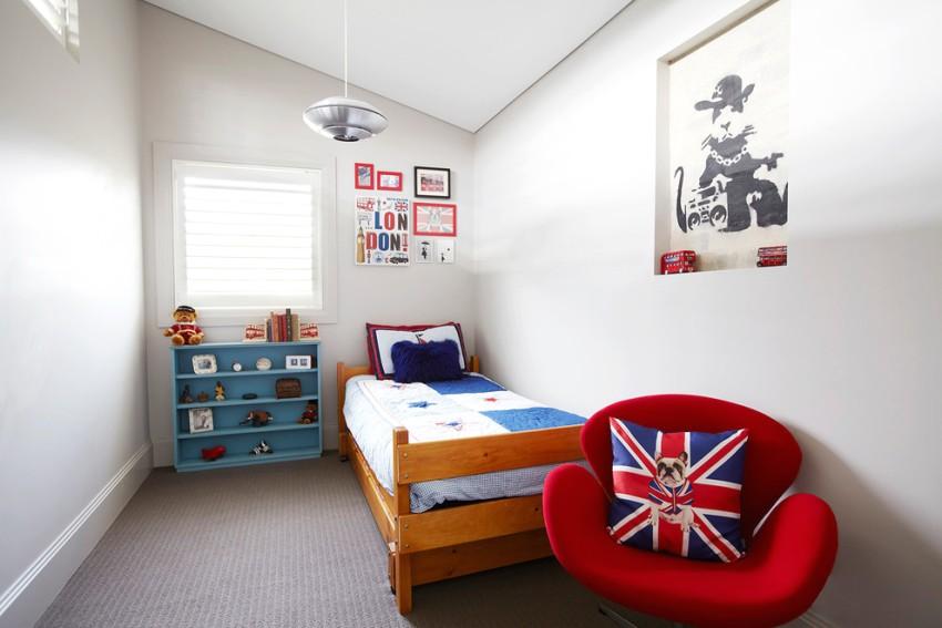 Маленькая детская комната в мансардном помещении
