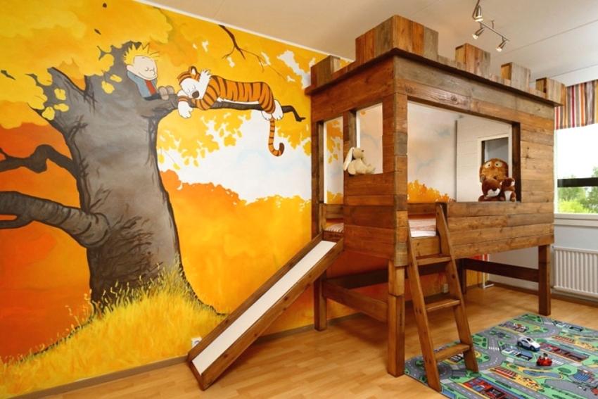 Стены комнаты украшены рисунком из любимого мультфильма