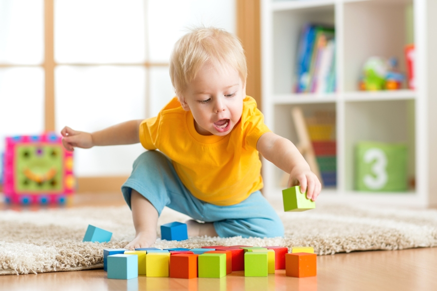 В комнате ребенка до 3 лет обязательно должен быть напольный ковер
