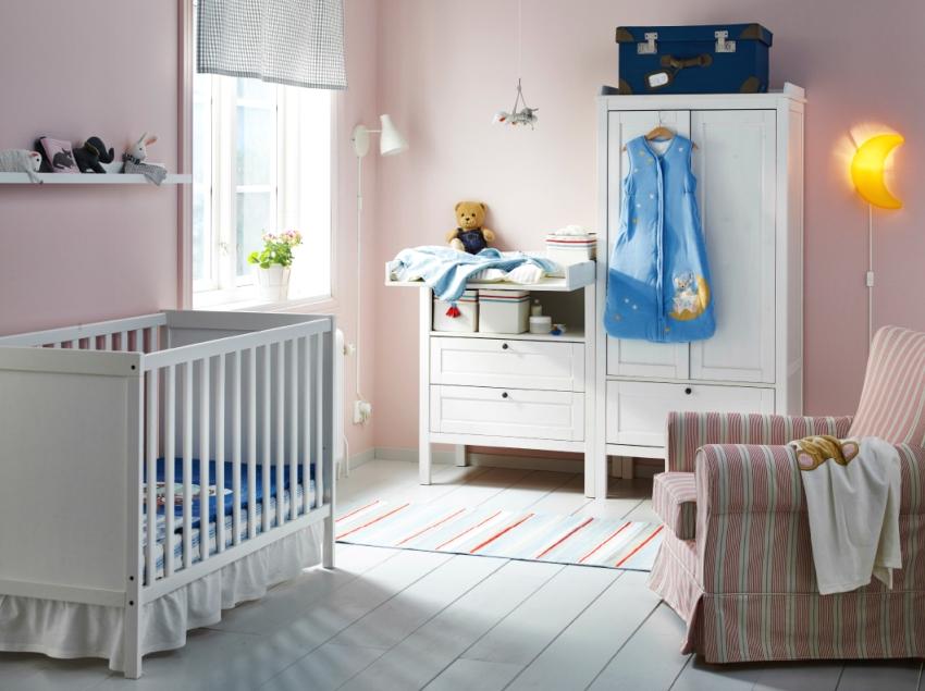 Лаконичный интерьер комнаты младенца