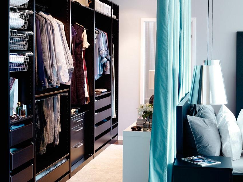 Система хранения вдоль стены в спальне
