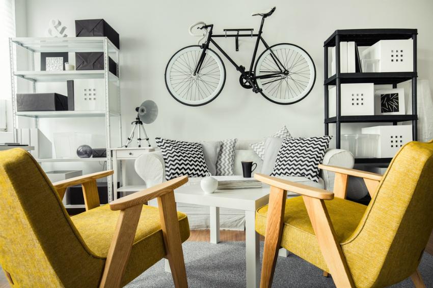 Использование однотонных цветов в интерьере требует наличие ярких акцентов — мебели, настенного декора или текстиля