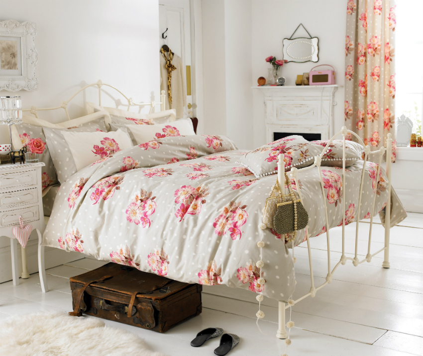 Оформив спальню в стиле прованс, можно привнести легкость и французский шарм в интерьер дома
