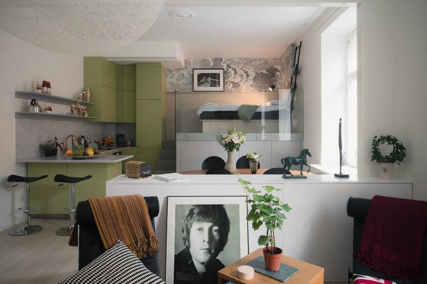 Хорошим решением для малогабаритных квартир является размещение спального места на втором уровне
