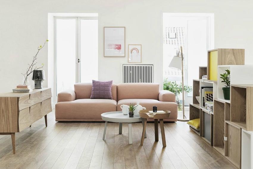 Интересная, светлая мебель может дополнить дизайн интерьера