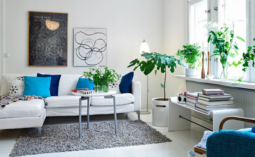 Лучшим освещением для комнаты является дневной, яркий свет, поэтому многие владельцы маленьких квартир отказываются от тяжелых штор и тюлей