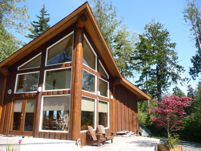 Красивый загородный дом в стиле шале