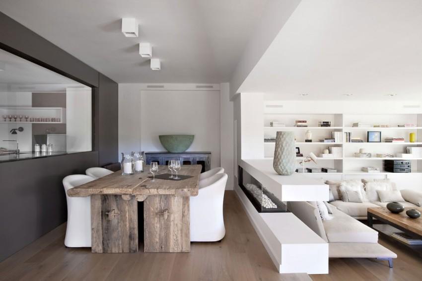 Зона кухни-столовой отделена от зоны гостиной возвышением на 50 см