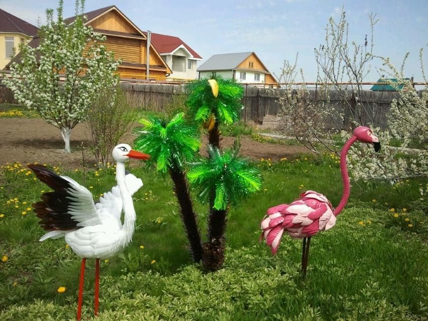 Пальма и птицы из пластиковых бутылок